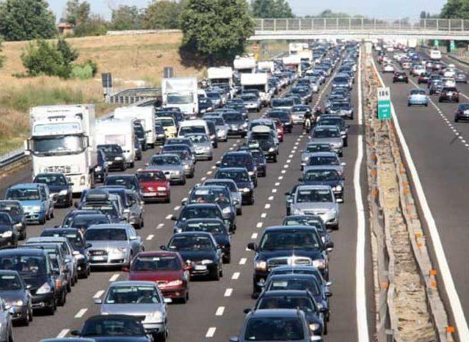 Autostrade: profitti da record ma tagli alla sicurezza