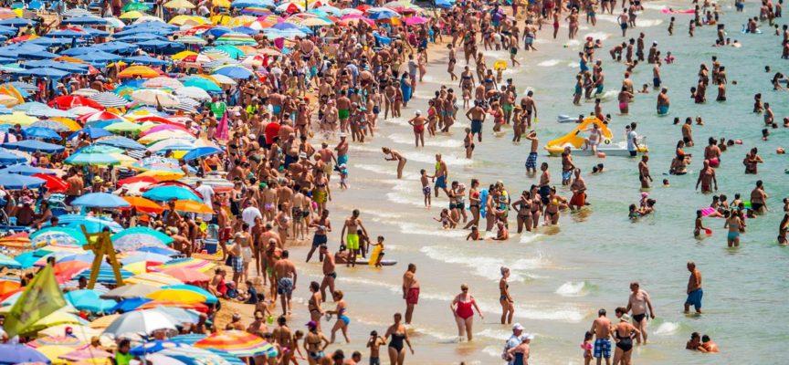 5 mln di italiani RIMASTI A CASA SENZA SOLDI per le vacanze