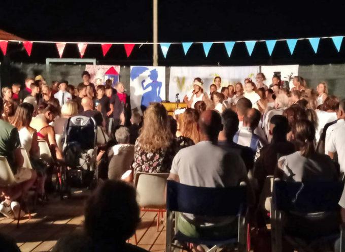 Colonia marina: i bambini festeggiano la fine del soggiorno di luglio portando in scena il musical di Mary Poppins