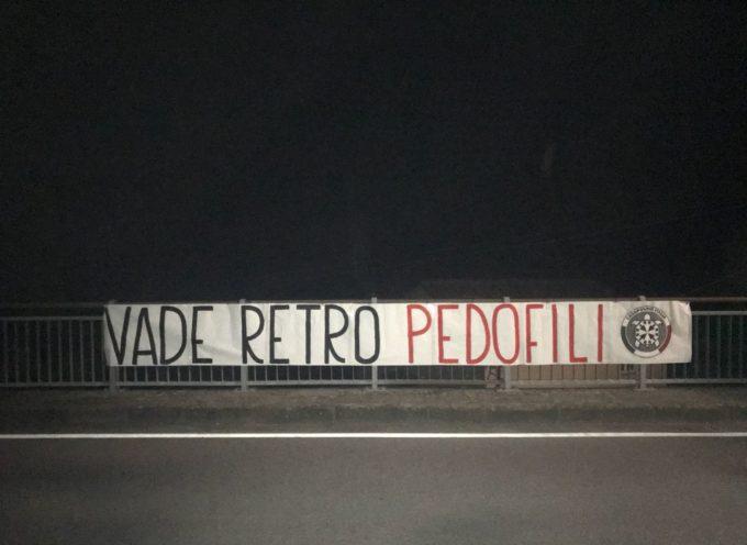 """Vade retro pedofili"""": striscione di CasaPound contro Paolo Glaentzer a Bagni di Lucca"""