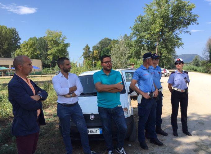 Sopralluogo di Raspini e Bianucci nel parco fluviale insieme alla Polizia Municipale