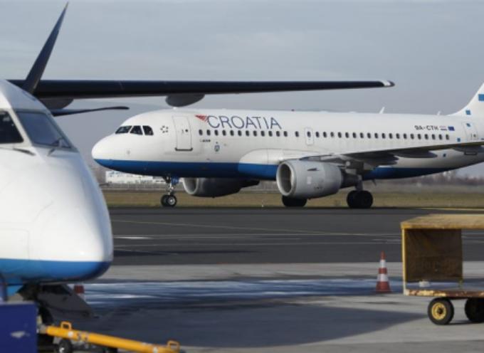 Piloti e assistenti di volo di Croatia Airlines in sciopero.