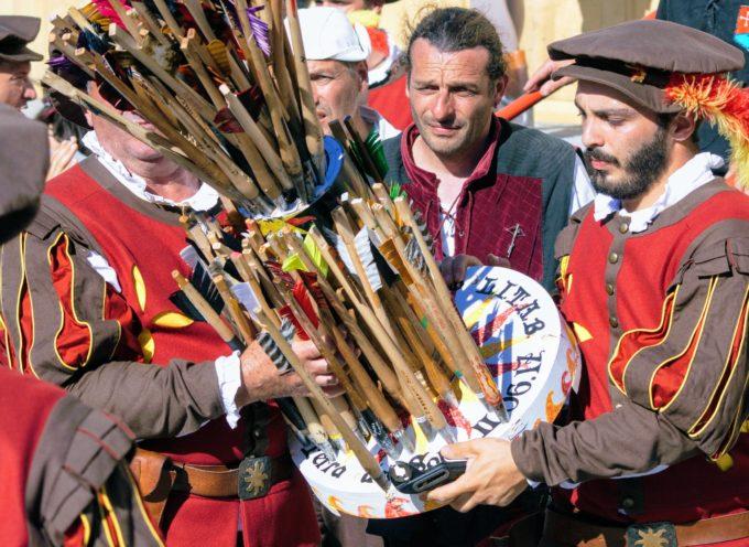 Un mese al campionato di balestra antica a Lucca