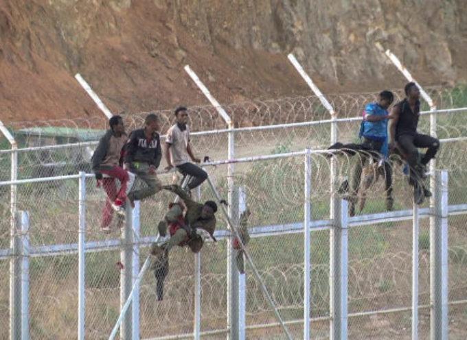 La Spagna ha rimandato in Marocco i 116 migranti che erano riusciti a entrare a Ceuta