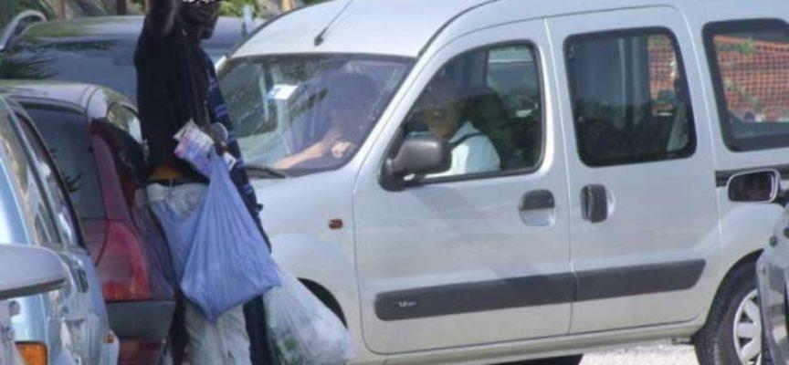 Via i parcheggiatori abusivi da Piazza S. Maria, blitz nello stabile abbondanato ai Macelli