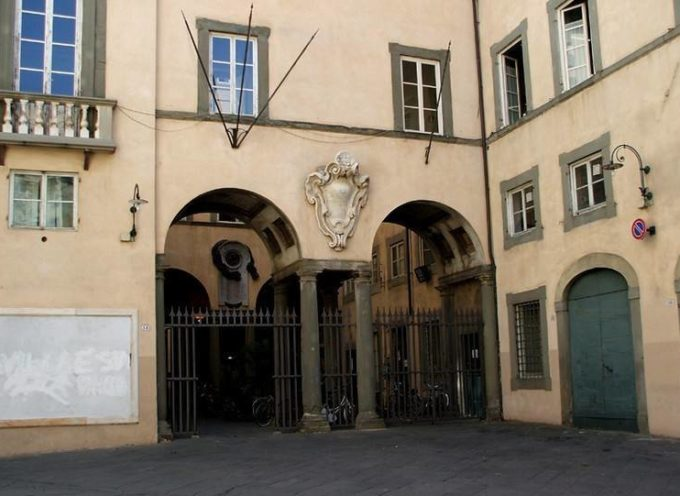 """Si accende la """"Targa che illumina la vita"""" a palazzo Santini"""