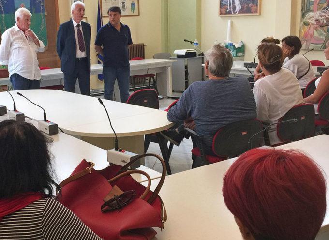 """Scuola: il sindaco riceve i genitori e conferma la volontà dell'Amministrazione Comunale di riportare prima possibile la primaria """"Frediani"""" a Seravezza"""