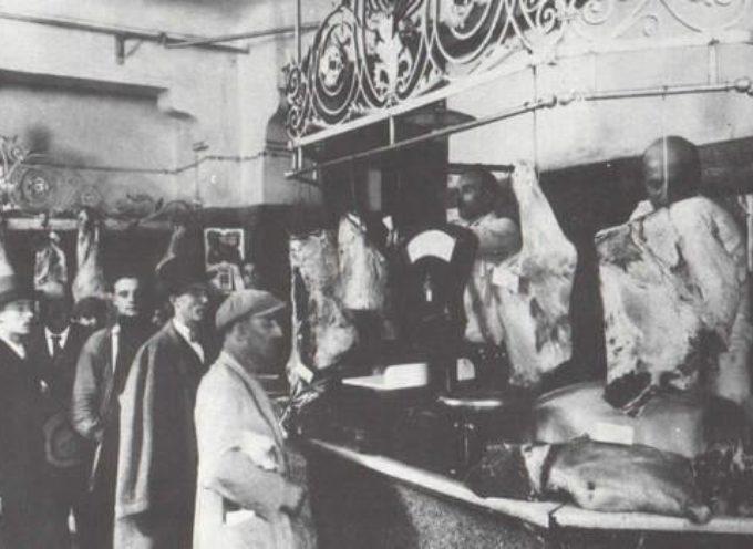 La macelleria, al sabato chi poteva permetterselo comperava un pezzo di carne per la domenica…..