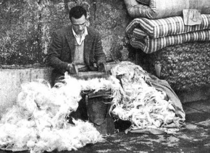 Finchè era buona stagione si rifacevano i materassi di lana..