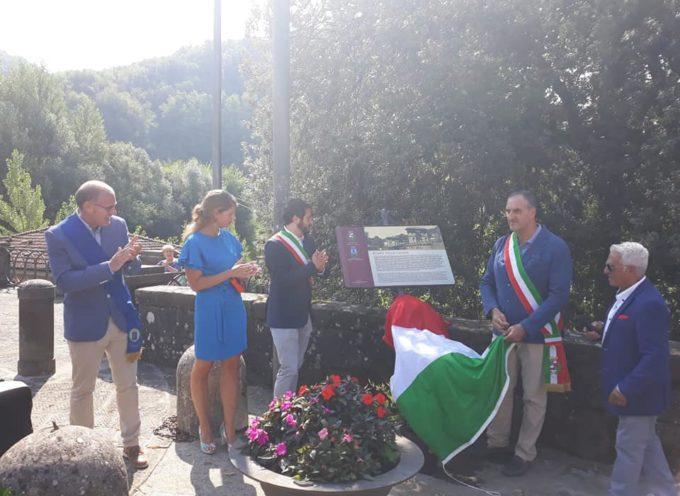 inaugurato un cartello turistico al Ponte delle Catene.