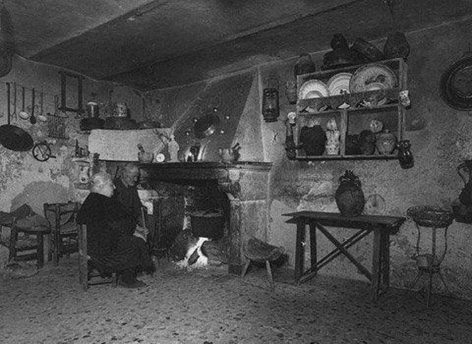La casa era tutta qui, una unica stanza dove si svolgeva la vita di giorno