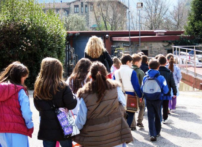 """TORNA ACQUE TOUR: EDUCAZIONE AMBIENTALE A SCUOLA PER SPIEGARE AGLI ALUNNI COME """"FUNZIONA"""" L'ACQUA"""