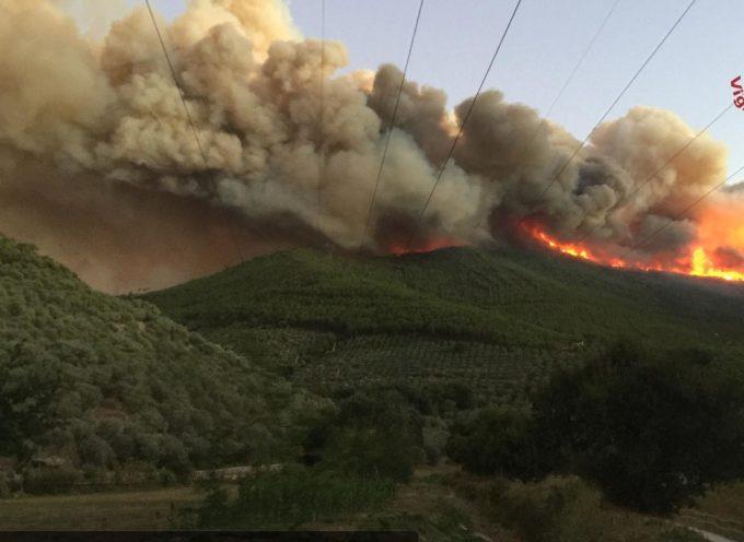 Aggiornamento incendio sul Monte Serra