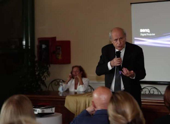 """CLAUDIO STRINATI INCANTA IL PUBBLICO DI FORTE DEI MARMI, CON L'INCONTRO """"MICHELANGELO AL FORTE""""."""