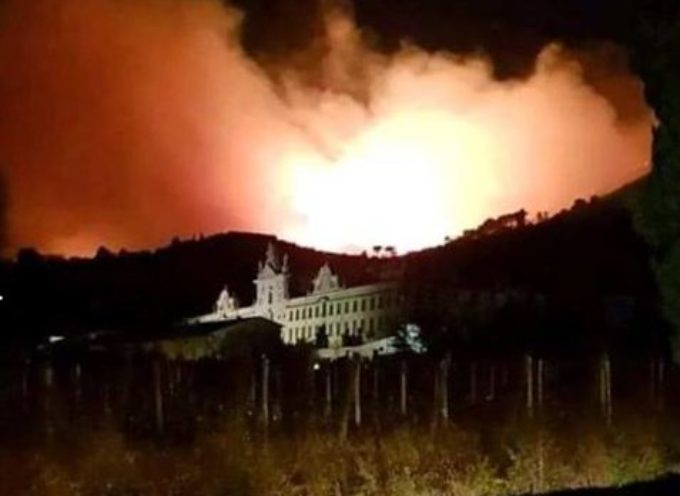 Incendio a Calci, in provincia di Pisa, evacuate più di 100 persone nella notte