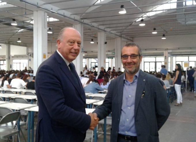 per i test di ammissione all'Università  A sorpresa arrivano il rettore dell'Ateneo e il sindaco di Lucca