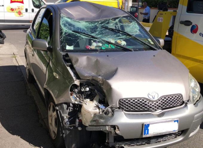 Scontro scooter-auto: 27enne in gravissime condizioni