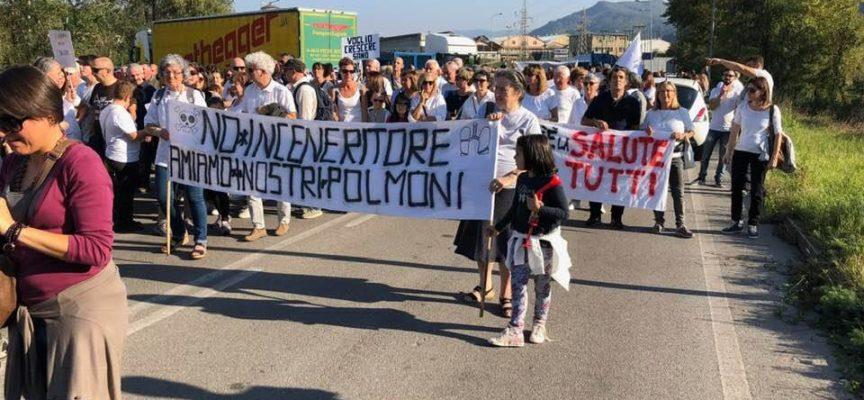 Fornaci di barga – tanta folla alla manifestazione contro il il Pirogassificatore