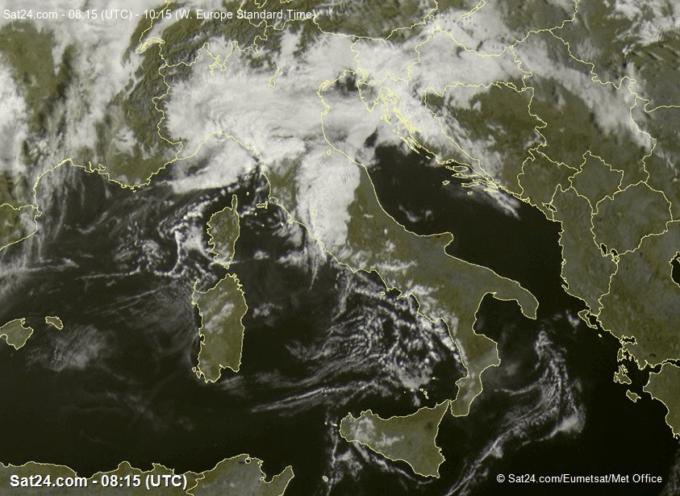 giornata d'attesa, molta nuvolosità, sopratutto di tipo basso è presente sulle regioni centro-settentrionali.