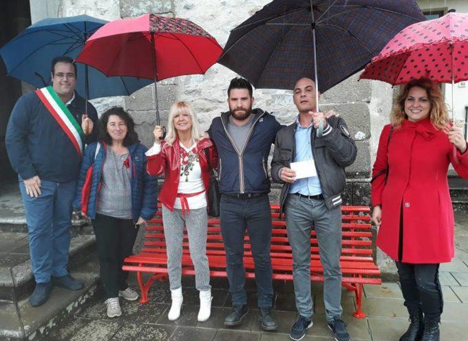 Stamattina nonostante la pioggia  inaugurata la 52 panchina rossa a Nicciano comune di Piazza al Serchio