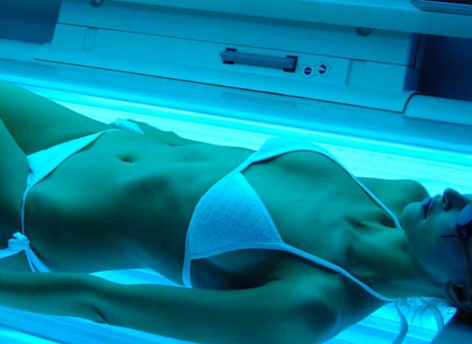 """Tumori da solarium, stop alle lampade """"il rischio di tumore è accertato"""""""