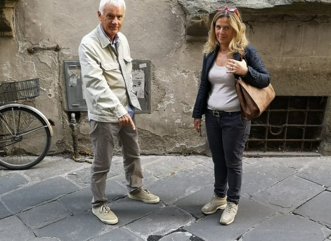 LUCCA – Intervento urgente sul selciato di via Galli Tassi: