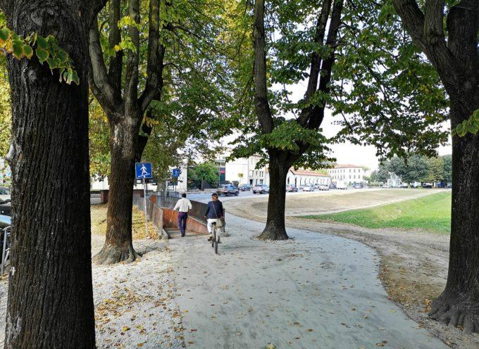 Nuovo percorso in asfalto natura fuori Porta Santa Maria: addio barriere architettoniche