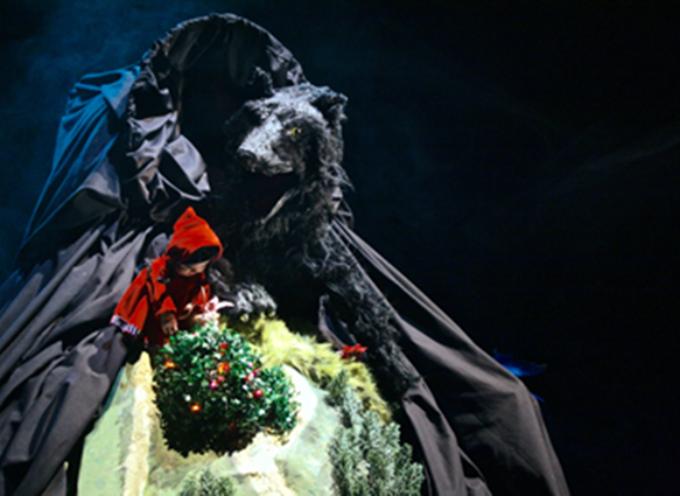 nella Tenuta Dello Scompiglio di Vorno (Capannori, Lucca) Teatro delle Briciole propone Rosso Cappuccetto