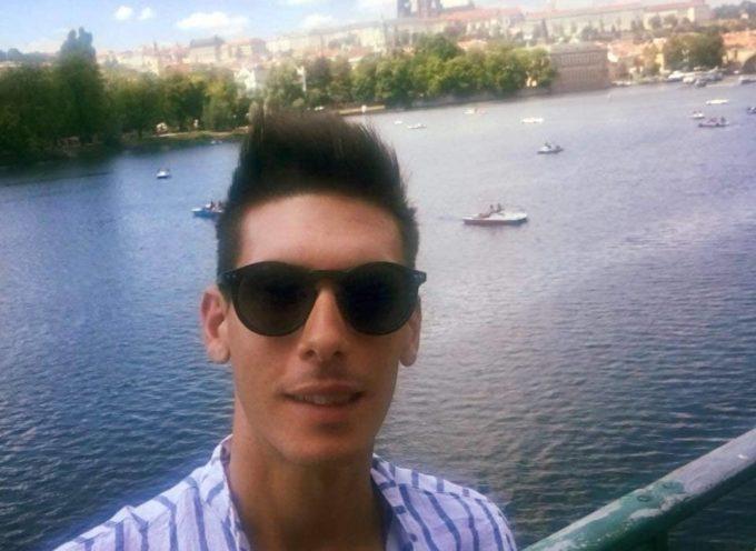 Si chiama Andrea Manfredi il ragazzo italiano, di Massa, vittima dell´incidente aereo in Indonesia