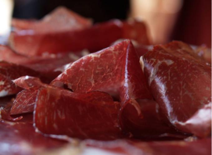 Tutte le carni sono a rischio salmonella: è allarme in Europa.