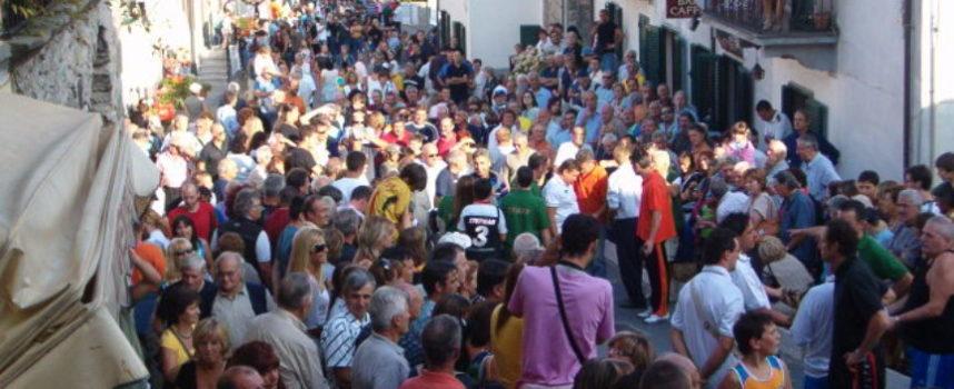 Folla per la Festa della castagna a Careggine
