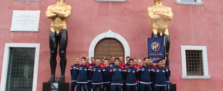 Presentata a Forte dei Marmi la rosa per la stagione sportiva 2018/2019, la squadra cittadina di hockey B&B Service Hockey Club.