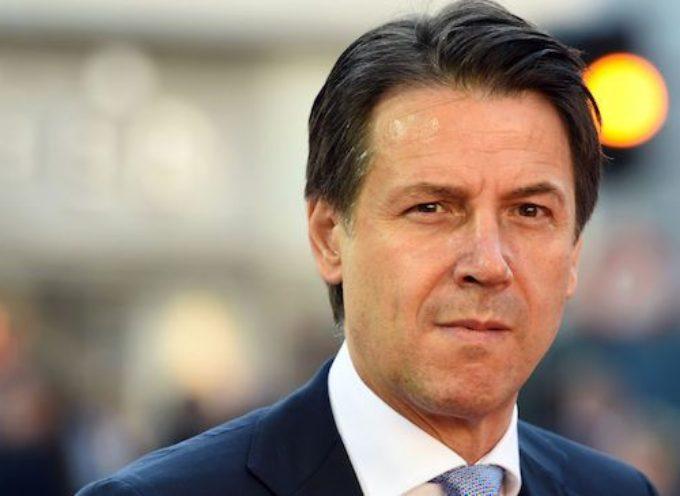 Con lo spread a 300 e l'euro a picco, il Premier interviene a difesa dell'euro.