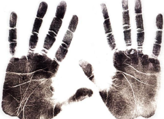 La società Dela utilizza impronte digitali dei morti per scopi commerciali