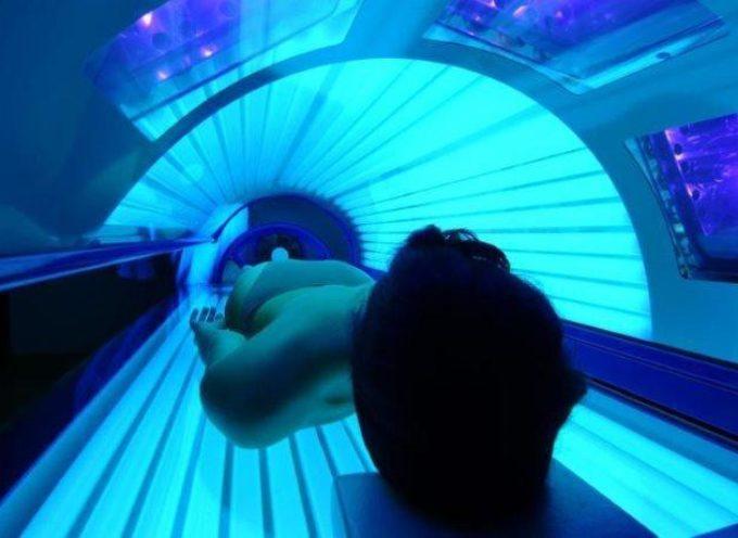 Vietare docce e lettini solari, provocano il cancro.