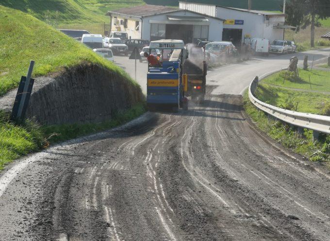 In corso l'asfaltatura di via delle Piagge fra Monte San Quirico e Sant'Alessio