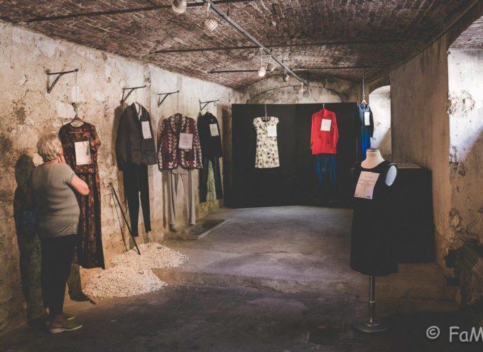 gli abiti dello stupro in mostra nel Chiostro,