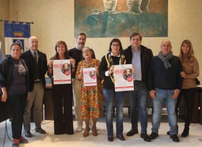 Pari Opportunità: spray antiaggressione in omaggio e una mostra choc a Pietrasanta