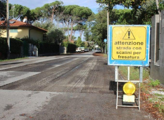 PIETRASANTA – Viabilità: 3,5 km di nuovo manto stradale tra Marina e Capriglia, 72 micro-cantieri in città