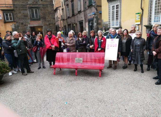 """Studenti, amministratori e associazioni del territorio in piazza per dire """"no"""" alla violenza contro le donne"""