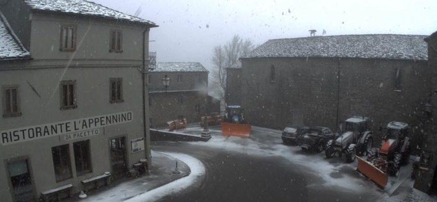una leggera spolveratina di neve a san pellegrino in alpe, in atttesa di…………..
