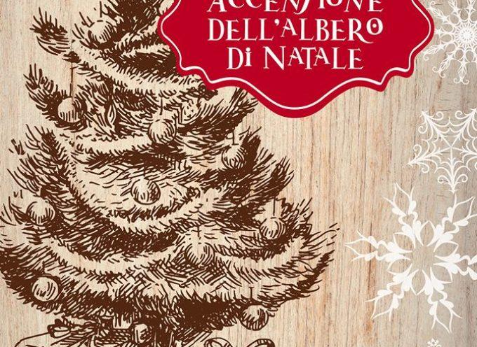 PIETRASANTA – Dall'accensione ufficiale dell'albero in Piazza Duomo ai mercatini a tema,