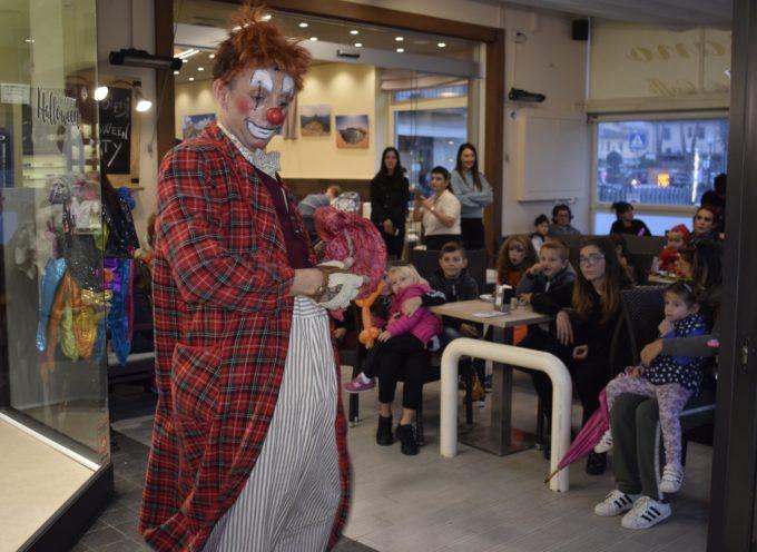 Il maltempo non rovina la Festa di Halloween,  Maghi e streghette alla Pasticceria Da Rossano a Camaiore