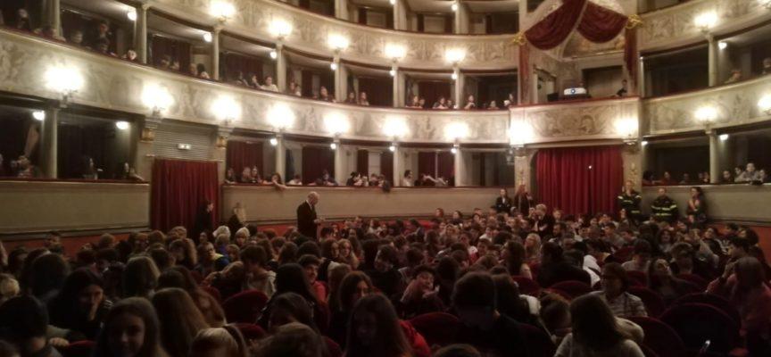 LUCCA – Entusiasmo, sogno, futuro: successo per lo spettacolo di LU.ME. offerto alle scuole medie del territorio.