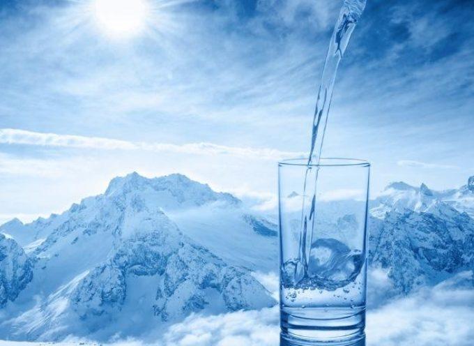 Ecco perché non devi scordarti di bere anche in inverno