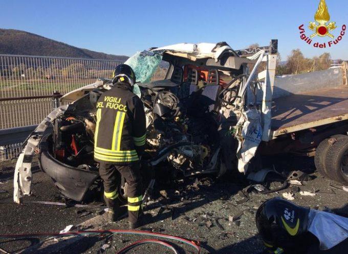 Incidente mortale stamani sulla  A12 tra i caselli di Sarzana (La Spezia) e Carrara.