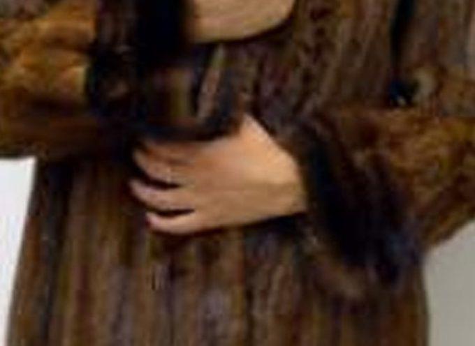 Rubano una pelliccia da capogiro al Forte: subito rimessi in libertà