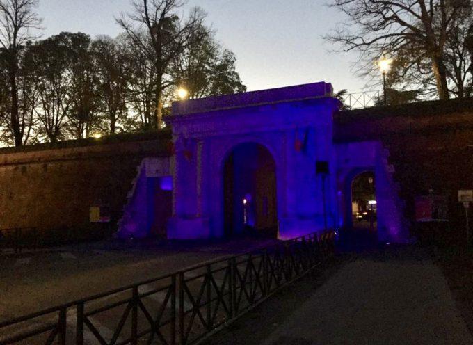 Giornata mondiale della prematurità: Porta Elisa illuminata di viola