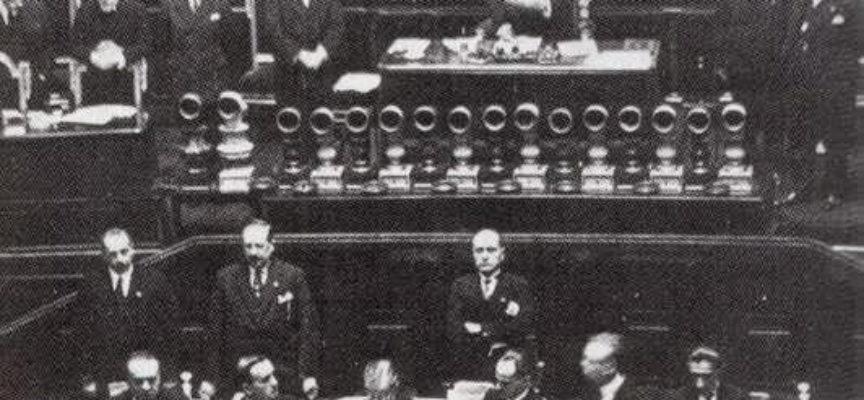 """Accadde Oggi, 16 Novembre: 1922: Mussolini pronuncia alla Camera """"il discorso del bivacco"""""""