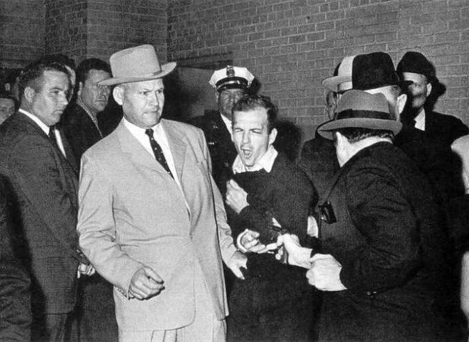Accadde Oggi, 24 Novembre: 1963: Jack Ruby uccide in modo troppo facile Oswald!